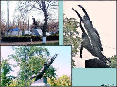 Памятник покорителям космоса,Памятник, скульптура,Азов