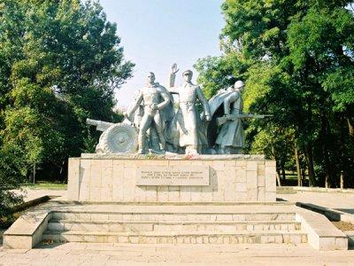 Памятник Подвигу батареи С. Оганова и С. Вавилова ,Памятник, скульптура,Ростов-на-Дону