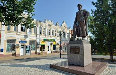 А. С. Шеин,Памятник, скульптура,Азов