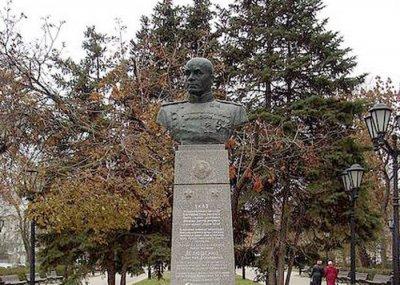 Памятник Д. Д. Лелюшенко,Памятник, скульптура,Ростов-на-Дону