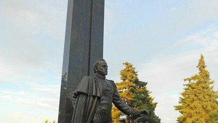 Памятник М. П. Лазареву,Памятник, скульптура,Азов