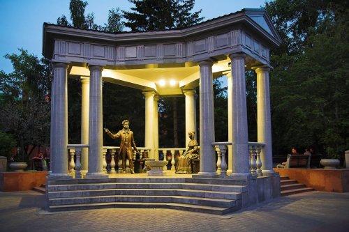 логотип компании Памятник А. С. Пушкин и Н. Н. Гончарова в Красноярске