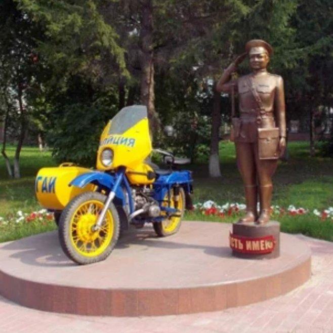 Памятник инспектору ГАИ,Памятник, скульптура,Тюмень