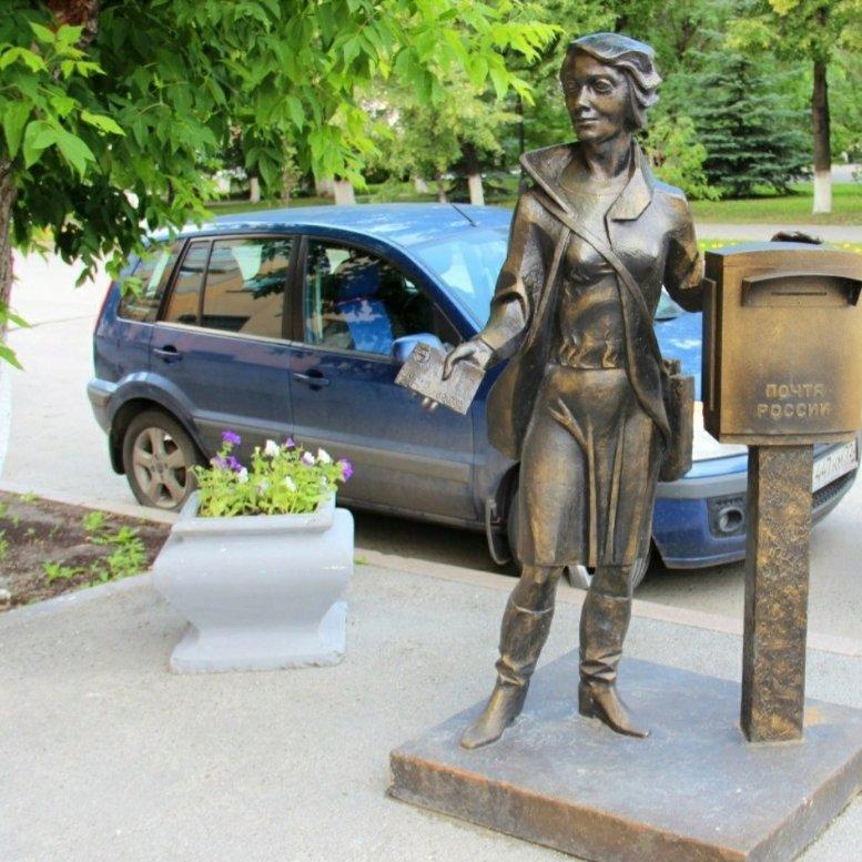 Почтальон,Памятник, скульптура,Тюмень