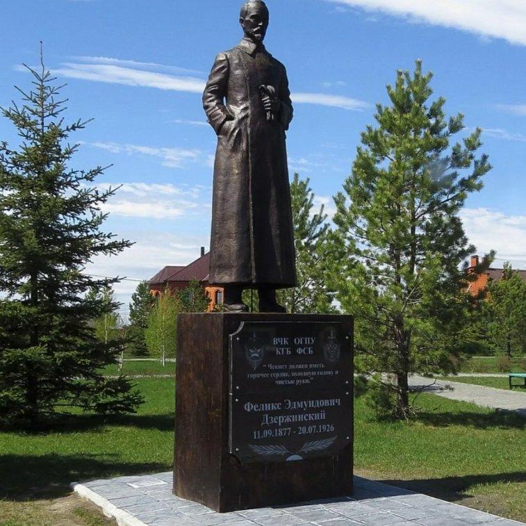 Памятник Ф. Э. Дзержинскому,Памятник, скульптура,Тюмень