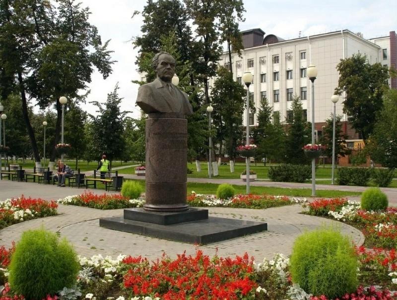Памятник Б. Е. Щербине,Памятник, скульптура,Тюмень