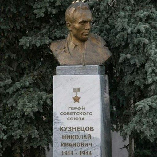 Н. И. Кузнецов,Памятник, скульптура,Тюмень