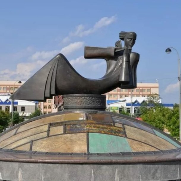 Мелодия,Памятник, скульптура,Тюмень