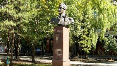 Памятник М. Ю. Лермонтову,Памятник, скульптура,Ростов-на-Дону