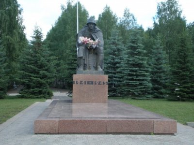 Думы солдата, Памятник, скульптура,  Октябрьский