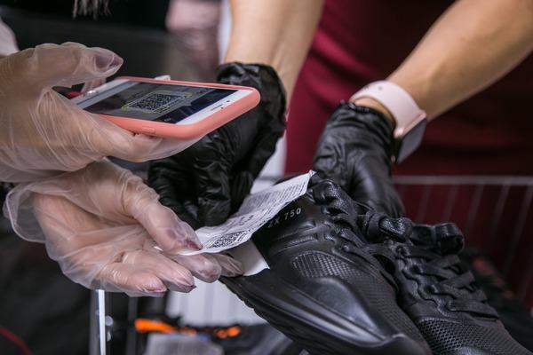 В Азове обнаружили поддельные PUMA, The North Face и Adidas