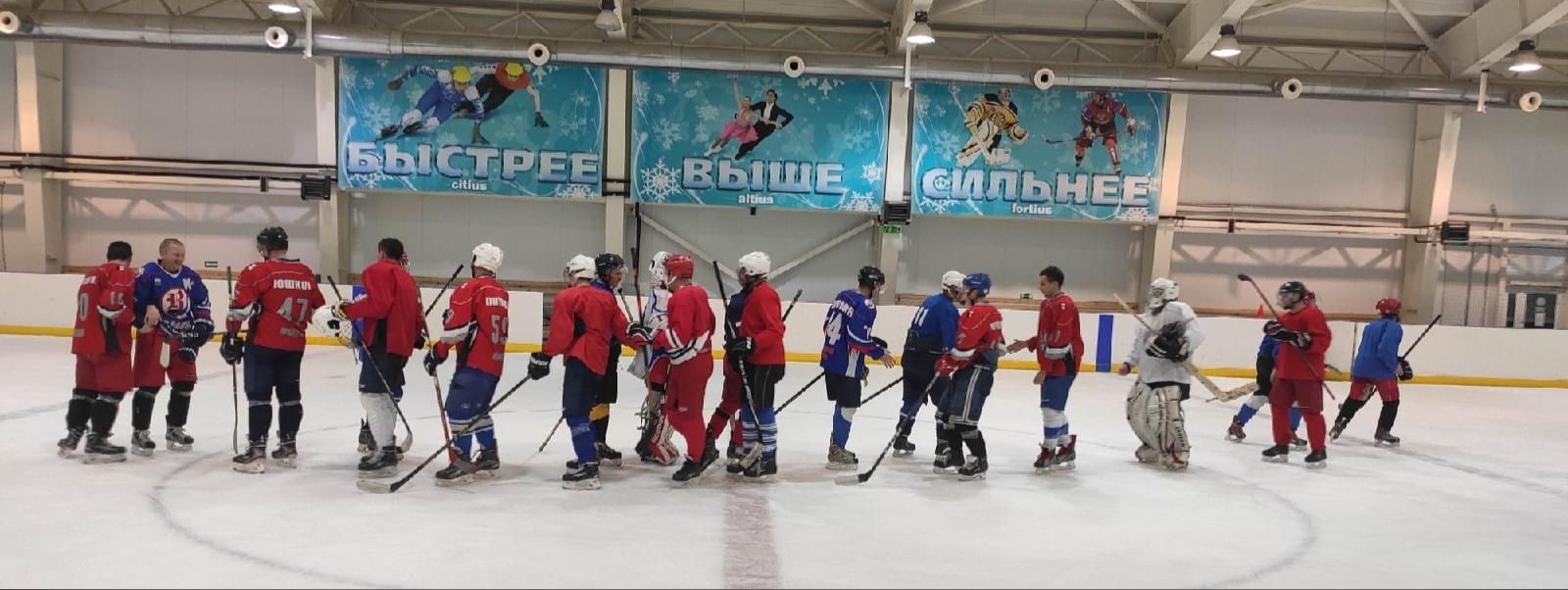 Очередную победу одержали можгинские хоккеисты