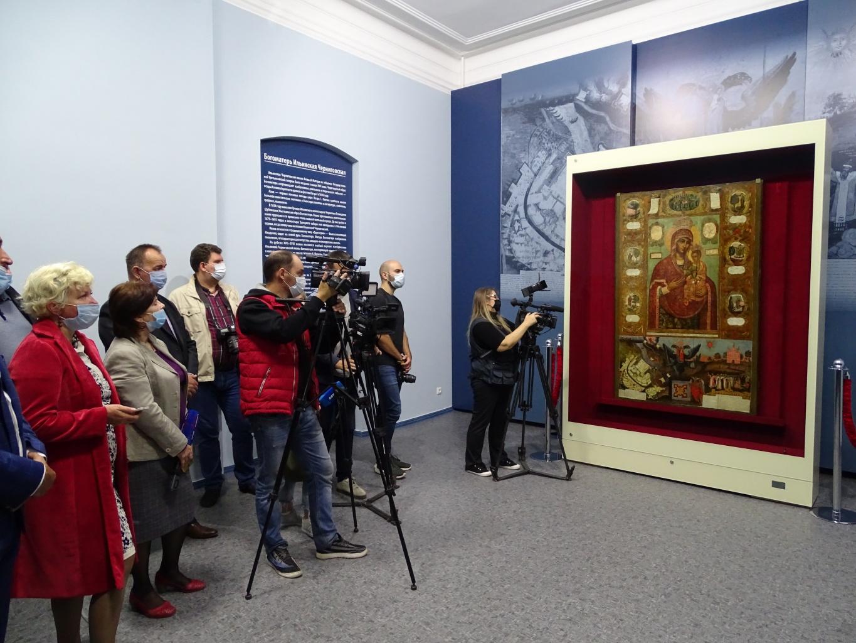 У азовчан и гостей города еще есть возможность увидеть «Небесную заступницу Азова»