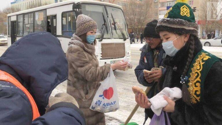Волонтеры делятся теплом души