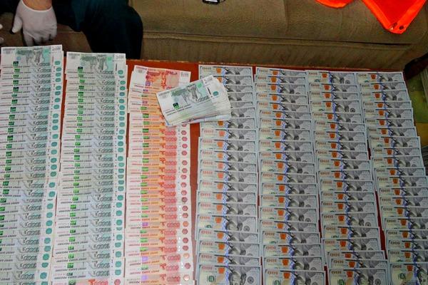 Более 1 миллиона контрабандных рублей изъяли  в Азове пограничники