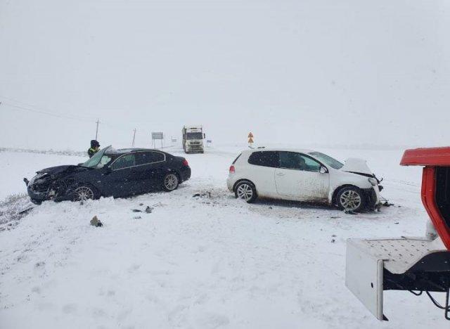 Автомобиль с восьмимесячным ребенком попал в ДТП в Азовском районе.