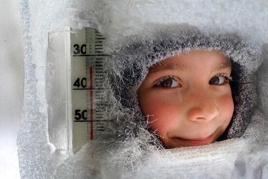 ❄Из-за резкого похолодания и сильных морозов в школах района были отменены занятия .