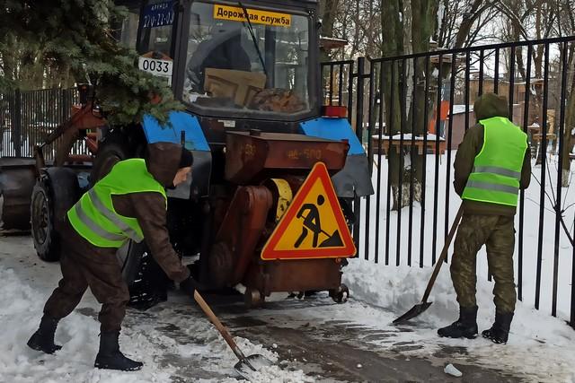 Основное внимание уборке города Азова от снега