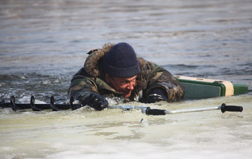 В Азовском районе спасли 29-летнего рыбака
