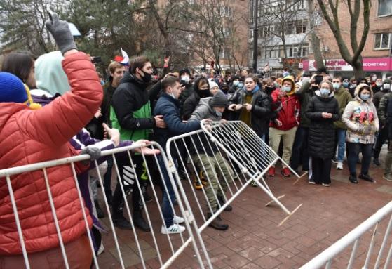 Юрист предостерег участников митингов от нападения на полицейских