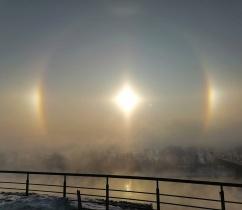 Красноярцы в соцсетях делятся фото эффектом гало в небе