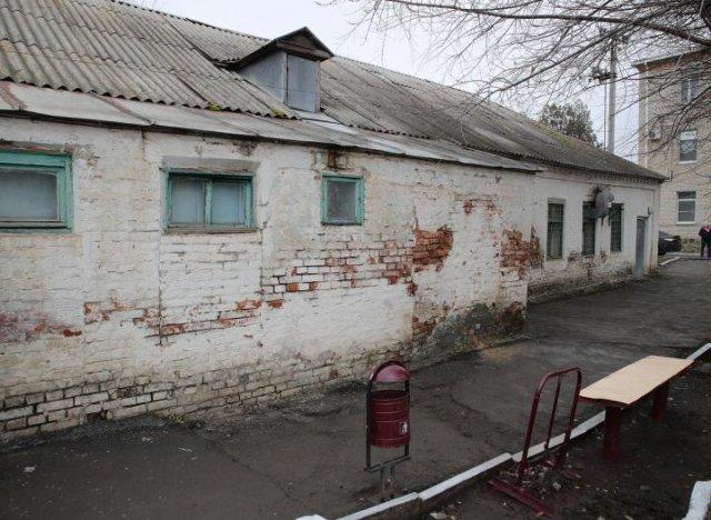 Как удержать врачей в Азовском районе