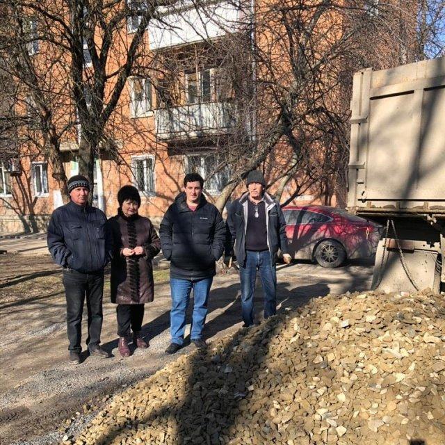 В Азове депутат гордумы помог жителям многоквартирных домов