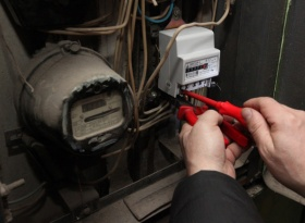 «Вопросы ЖКХ»: замена электросчетчиков и ремонт дома