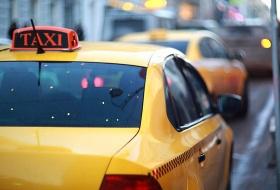«Мой мне машину, шл***!»: в Красноярске таксист службы Uber помыл салон авто вещами девушки