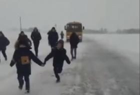 В Боготольском районе водитель выгнал детей из школьного автобуса на трассе за плохое поведение