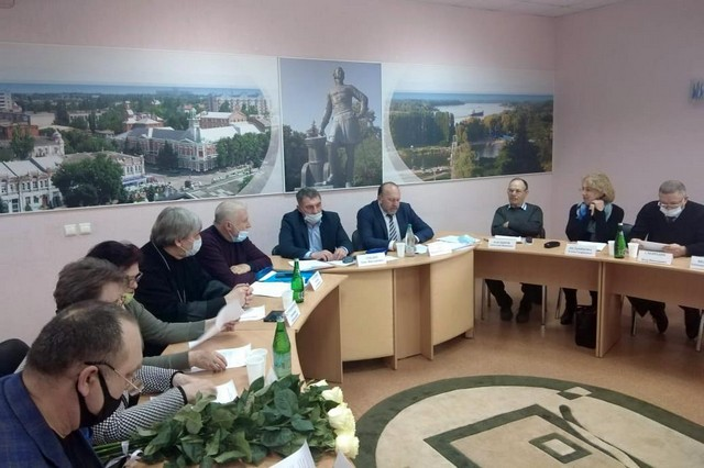 В Азове прошло заседание общественного совета - Обсуждался вопрос о мерах по благоустройству городского кладбища.