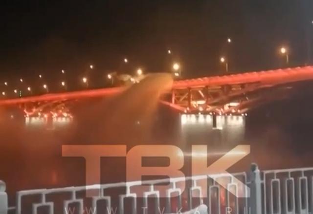 Оштрафовали дорожников за сброс снега с моста в Красноярске