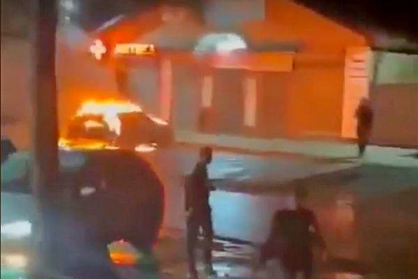 Сжёг свой автомобиль-  Житель Азовского района пытался повторить подвиг пранкера Михаила Литвина.