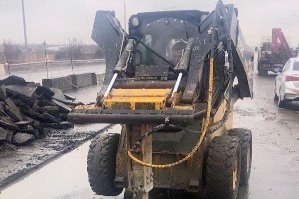Похитителя угнанного на трассе Ростов — Азов погрузчик не нашли , сам погрузчик нашёлся