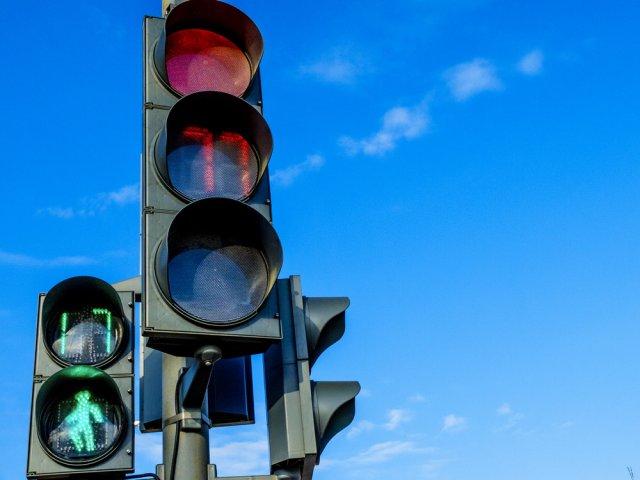 В Азове на пересечении улицы Московской и переулка Осипенко изменится время работы светофора.