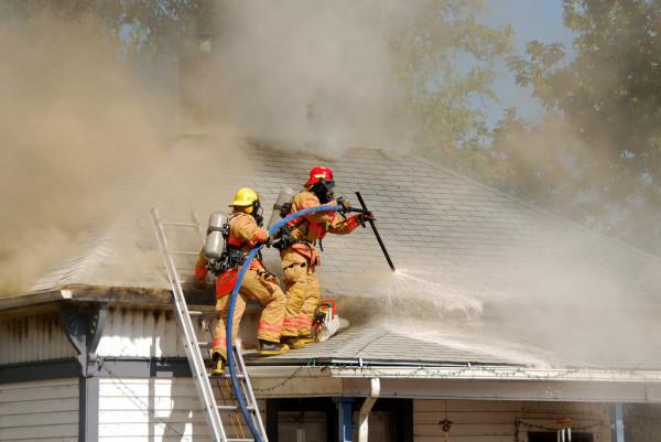 В селе Пешково Азовского района горел частный дом - Пожарные спасли жизнь человека