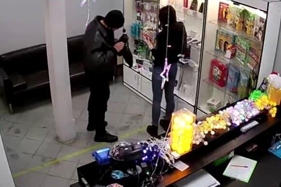 В Ростове  ограбили салон МТС на Буденновском, 90/133.