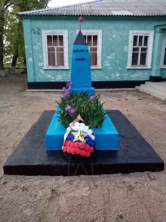 Жители Чумбур-Косы Азовского района взяли шефство над могилой лётчика