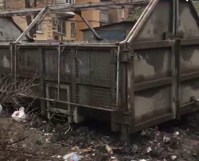 Это площадка под контейнер ! Ростов на Дону 🤦🏼