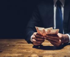 В Азове руководителя строительной фирмы подозревают в хищении 9 млн рублей
