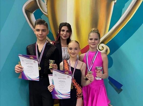 Участники азовского коллектива «Виктория» стали победителями танцевального конкурса