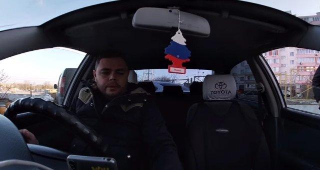 Таксист из Ростова, смонтировал подборку своих словесных перепалок с пассажирами