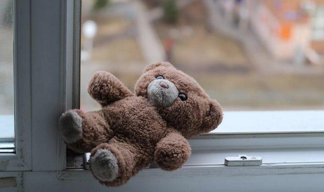 В посёлке Шахан из окна выпал  3-летний ребенок