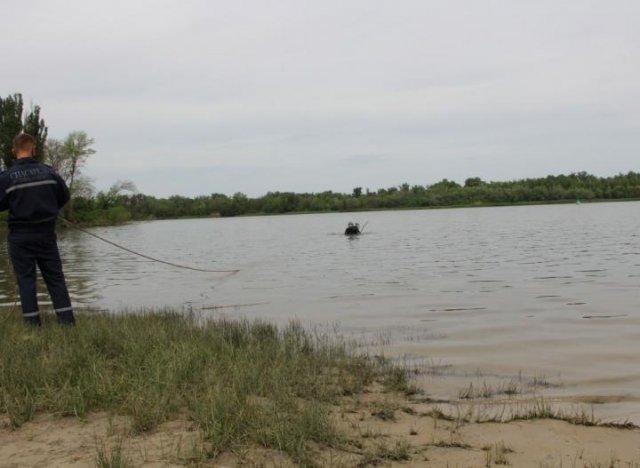 Водолазы произвели очистку дна аквазоны городского пляжа Азова