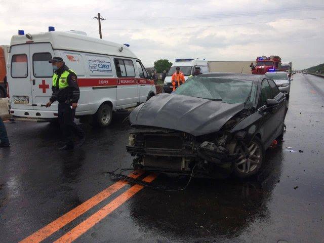 Сегодня утром в автомобильной аварии на 1078 км на М4 автомобиль «Форд» вылетел на встречку и столкнулся с «Ладой Грантой».