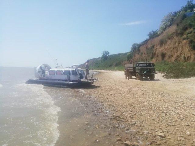 Донские пограничники  поймали браконьера на берегу Таганрогского залива.