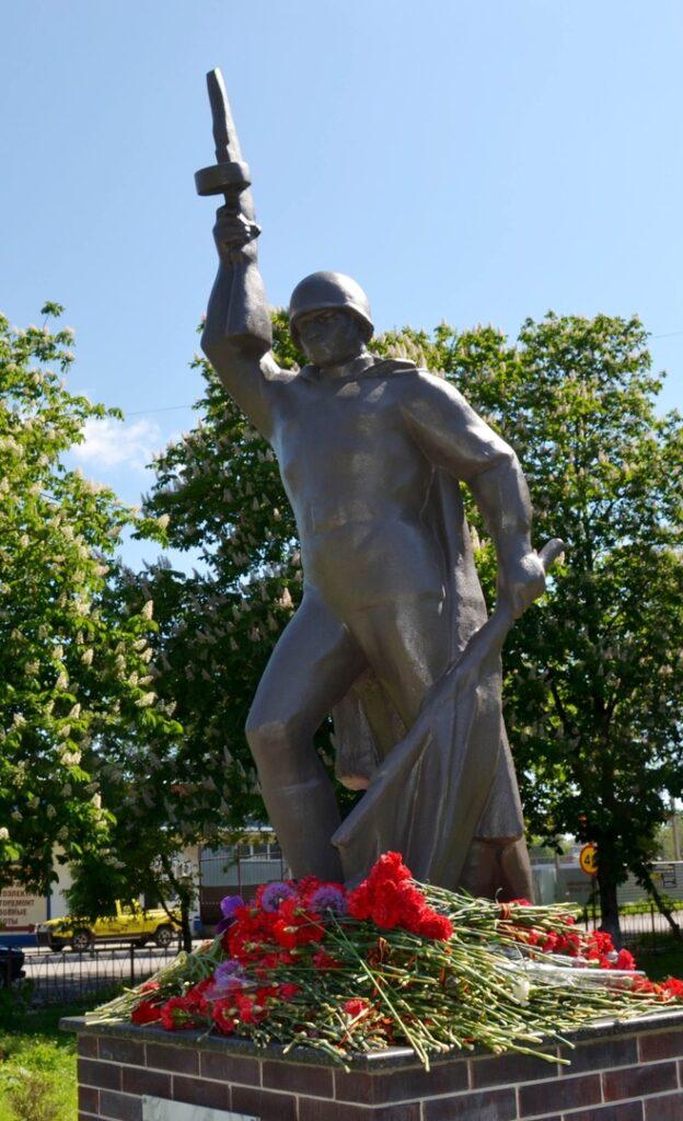 История памятника Советскому солдату, воину-освободителю в г Азов