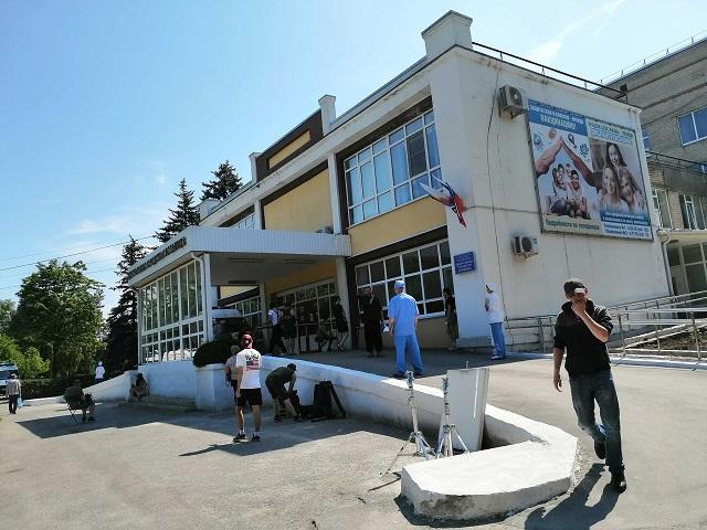 На территории ЦГБ города Азова в субботу было  «Призрачное счастье»