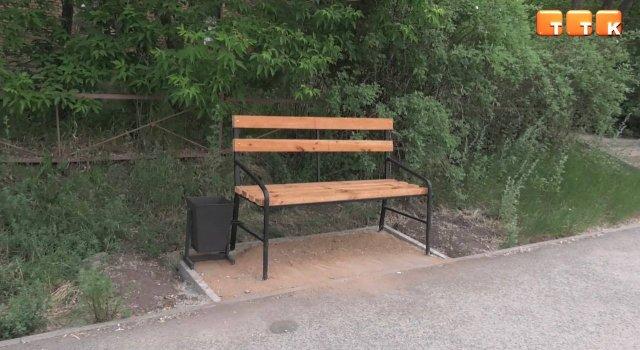 Новые скамейки.