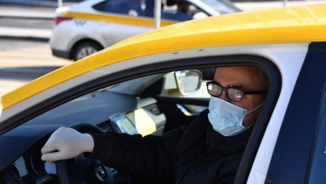 Агрегаторы такси предложили властям обсудить вакцинацию водителей.